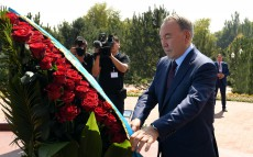 Participation in the ceremony of laying a basket of flowers to the monument to former President of Uzbekistan Islam Karimov